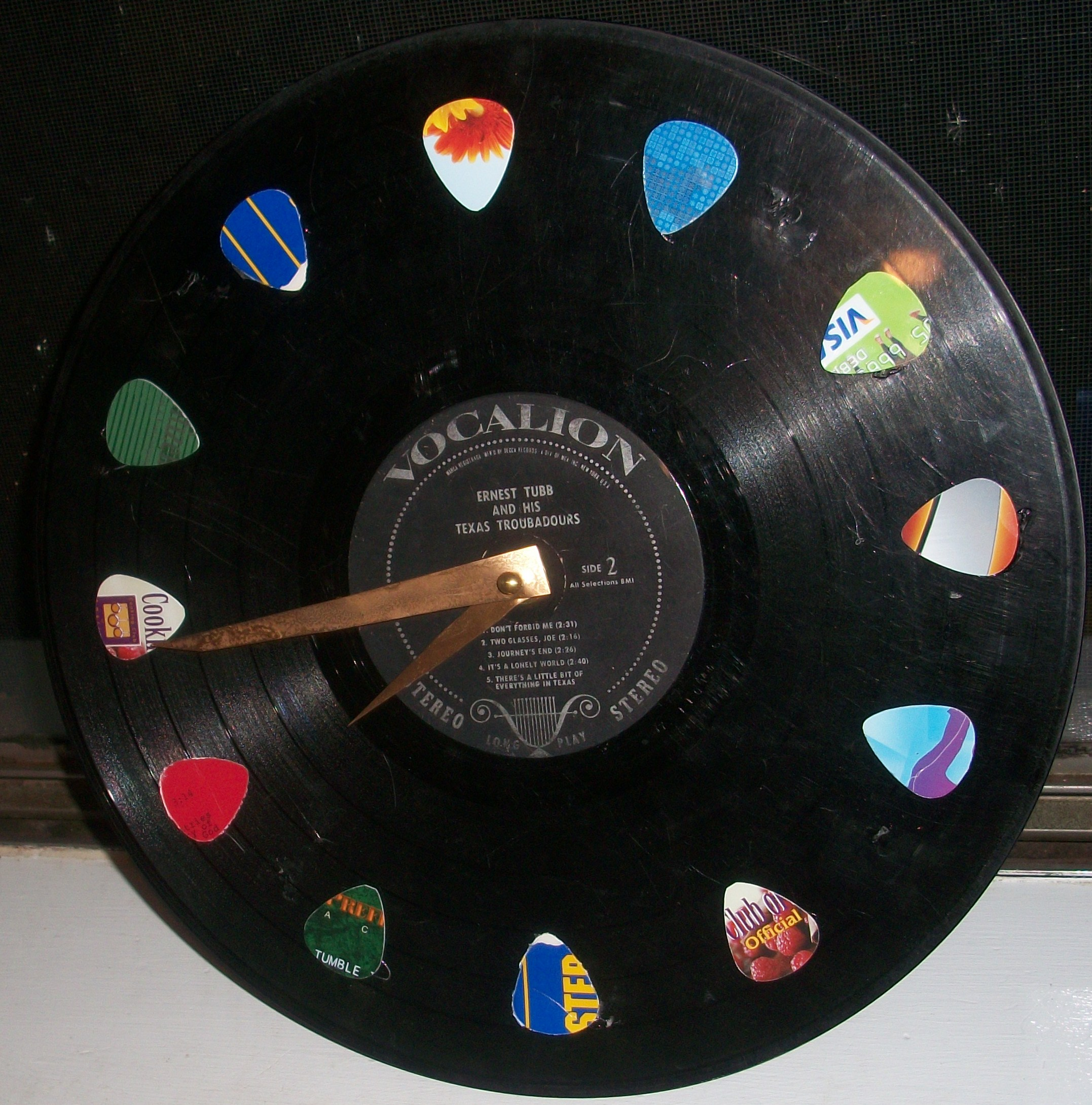 Vinyl record clock serendipitousscavenger for What to do with old vinyl records